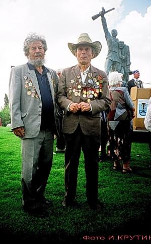Братья РЕВЗИНЫ Фёдор и Перец  (спрва)